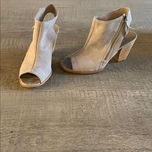 Paul Green taupe booties